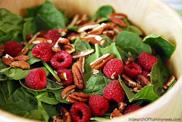 Baby Spinach Salad with Raspberries and Pecans | InSearchOfYummyness.com