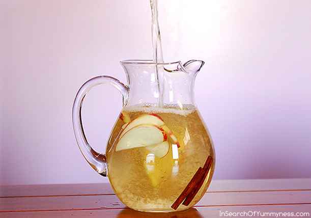My version of Fairy Water combines green tea, fresh apple slices and cinnamon | InSearchOfYummyness.com