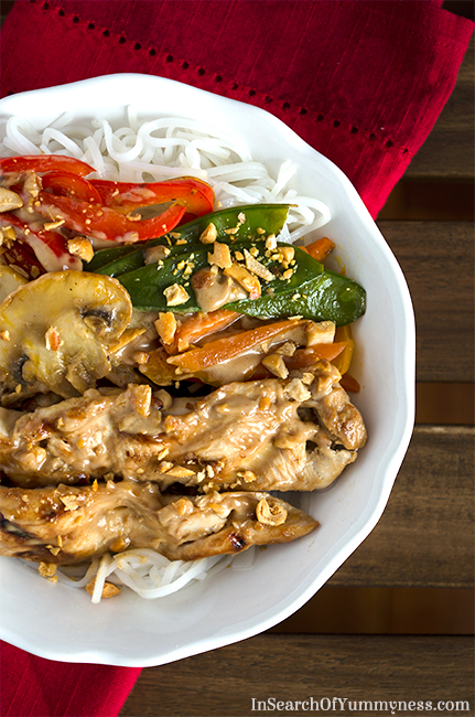 Chicken Satay Noodle Bowl Recipe | InSearchOfYummyness.com | #MapleLeafPrime