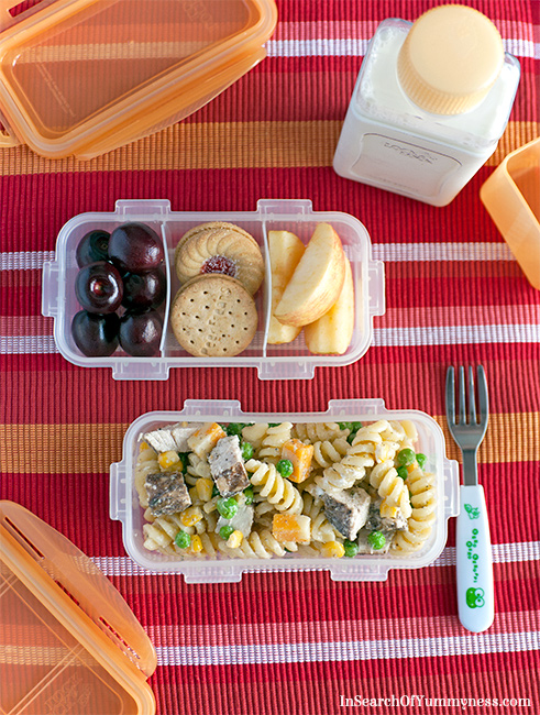 Chicken pasta salad is an easy back-to-school lunch idea! | InSearchOfYummyness.com | Maple Leaf Prime Chicken
