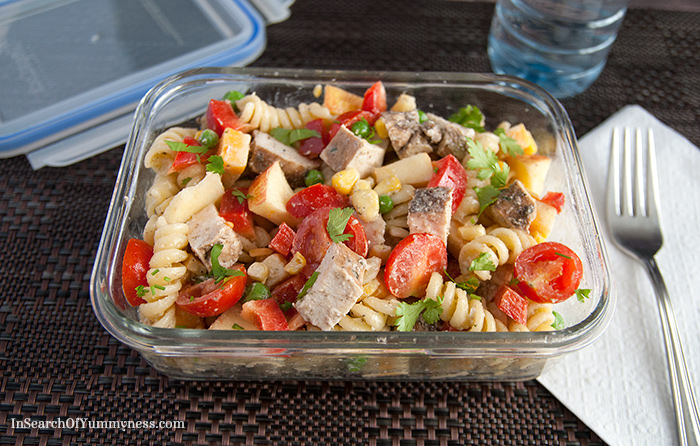 Chicken pasta salad with apple, red bell pepper, tomatoes and parsley | InSearchOfYummyness.com | #MapleLeafPrime