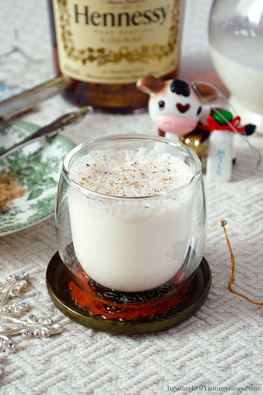 This eggless eggnog #recipe has lots of festive flavour, without the risk of food poisoning! Learn how to make it at InSearchOfYummyness.com