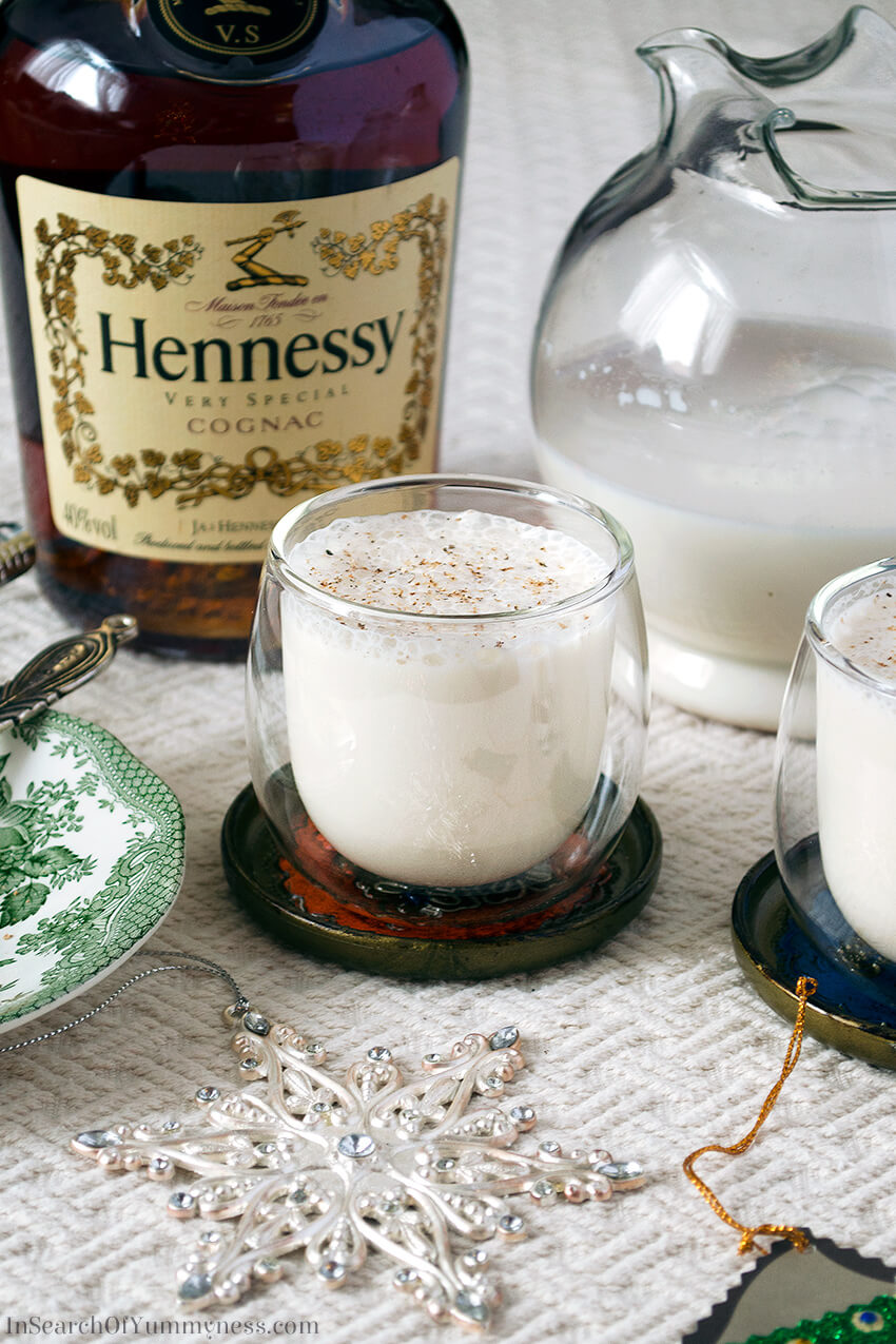 This eggless eggnog recipe has lots of festive flavour, without the risk of food poisoning! Get the #recipe at InSearchOfYummyness.com