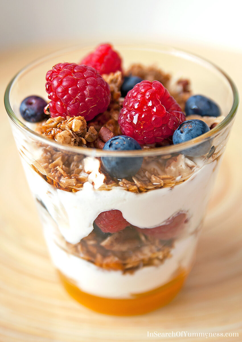 Maple Granola Parfait | InSearchOfYummyness.com