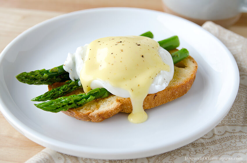 Eggs Benedict with Asparagus | InSearchOfYummyness.com