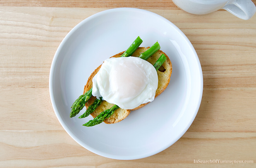 Poached Egg for Eggs Benedict with Asparagus | InSearchOfYummyness.com